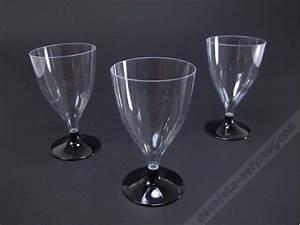 Verre à Eau à Pied : photo verre a eau pied noir vaisselle maison ~ Teatrodelosmanantiales.com Idées de Décoration