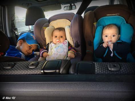 comment mettre un siege bebe dans la voiture série oh vous avez des jumeaux mais comment faites