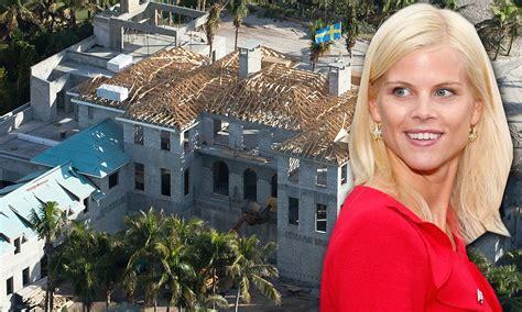 Tiger Woods' ex-wife Elin Nordegren flies Swedish flag on ...