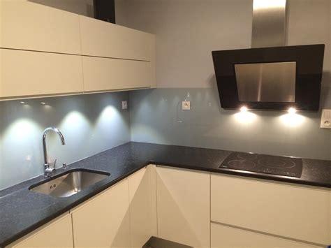 joint pour plan de travail cuisine crédence de cuisine en verre quot gris métal quot abm