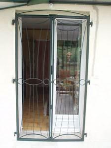 Grille de porte fenetre la realisation daniel for Grille de protection pour porte fenetre