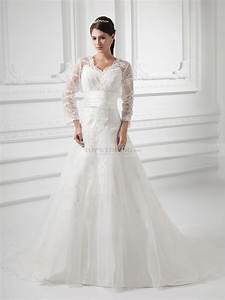 v neck satin wedding dress with lace overlay and long sleeves With robe longue avec manche longue