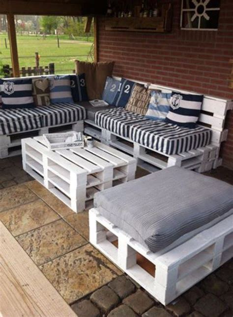 turn  pallets  patio furniture diy projects