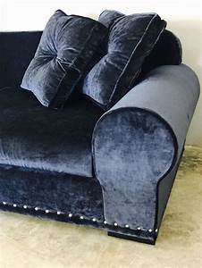 17 meilleures idees a propos de canape de velours bleu sur With tapis champ de fleurs avec canapé tissu bleu canard