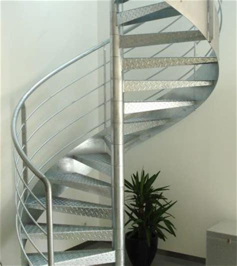 marches caillebotis pour l escalier d un loft ehi