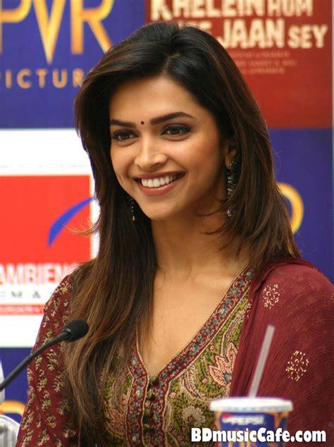 Deepika Padukone Hair Color In Cocktail Bollywood