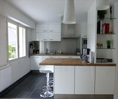 fenetre cuisine cuisine cuisine en l avec fenetre 1000 idées sur la décoration et cadeaux de maison et de