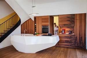 la porte secrete vers le cellier contemporain cuisine With porte d entrée alu avec eclairage salle de bain au dessus miroir