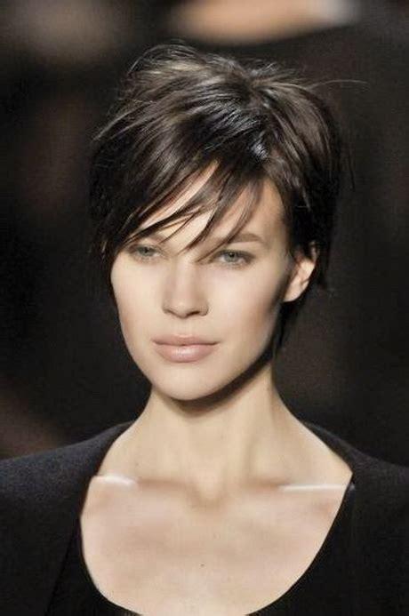 coupe de cheveux moderne courte coupe courte femme 2015