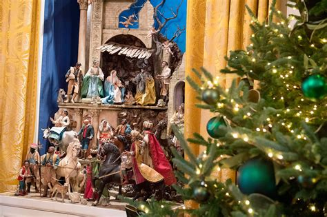 collectionof bestpictures of christmas melania unveils white house decor reigniting lies about obama and nativity