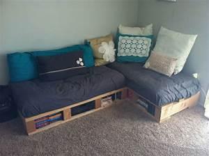 Paletten Couch Kissen : wir stellen ihnen das sofa aus paletten vor ~ Orissabook.com Haus und Dekorationen
