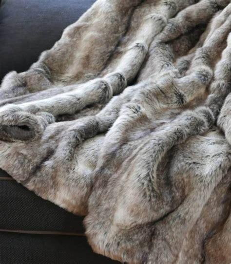 plaid fausse fourrure gris 150 x 170 cm plaid addict vente en ligne de plaid en cadeau d