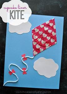 I HEART CRAFTY THINGS: Cupcake Liner Kite Craft for Kids