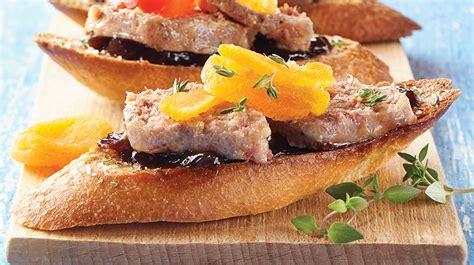 canapé au foie gras canapes de rillettes au foie gras de canard au pied de cochon