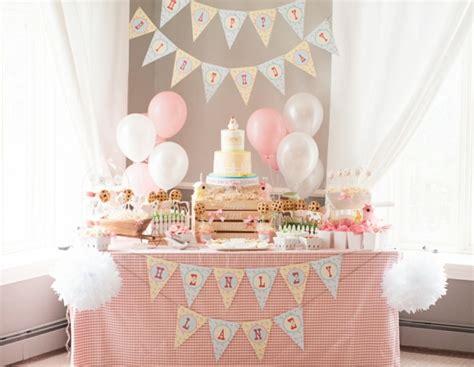 decoration anniversaire garcon  ans table de lit