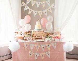 decoration anniversaire 1 an 50 idees mignonnes With chambre bébé design avec centre de table fleurs pour anniversaire