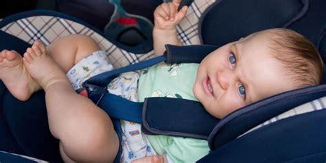 comment attacher siège auto bébé comment choisir le sièges auto nacelle et réhausseurs