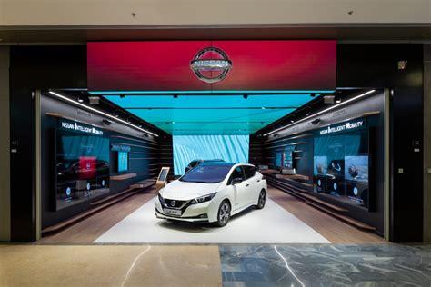 Nissan Showroom In Tokio by Nissan City Hub El Concesionario Futuro Neomotor