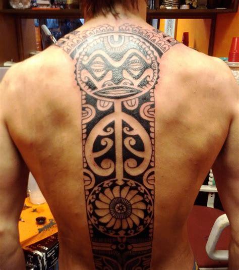 Photo  Tatouage Tahitien, Bande Verticale Sur Tout Le Dos