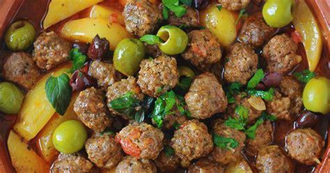 viande facile à cuisiner tajine kefta de viande pommes de terre et olives sauce