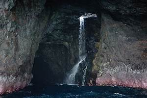 9 Famous Sea Caves Around The World with Pictures | Styles ...