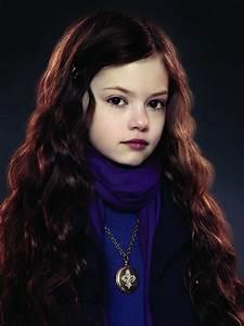 "Oh Look, ""Twilight"" Baby Renesmee Cullen Is Grown Up Now"