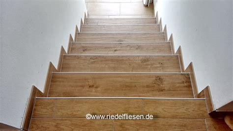 Fliesen Holzoptik Treppe by Aktuelles Riedel Fliesen Westhofen