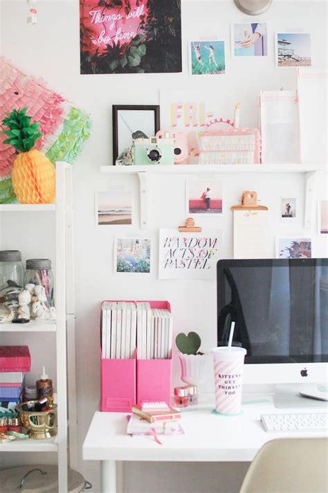 Desk Decoration by 1000 Ideas About Desk Decorations On Desks