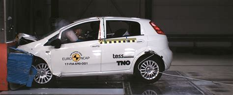 crash test si鑒e auto fiat punto zero stelle ai crash test ncap e 39 record negativo il fatto quotidiano