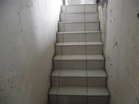 pose carrelage sur escalier beton pose de carrelage sur escalier menant au sous sol