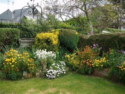 jardin de ville massif fleuri girofl 233 e rosier iris