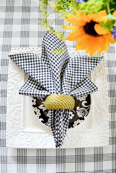 favorite  easy summer napkin folds stonegable