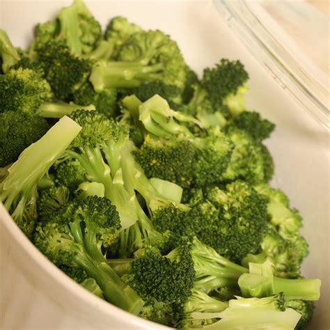 how to steam broccoli how to steam broccoli in the microwave joyful abode