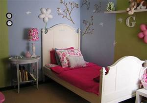 how to separate zones sharing the same floor space using paint With different designs wall of room