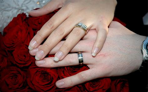 In russia, wedding rings go on the third finger some people wear wedding rings on the right hand. Wedding Holding Hands 0976 : Wallpapers13.com