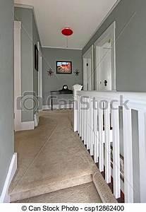 Couloir Gris Et Blanc : photographies de couloir moquette gris balustrade baige blanc gris csp12862400 ~ Melissatoandfro.com Idées de Décoration
