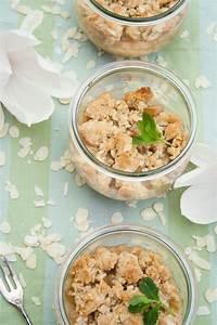 Rezept Rhabarber Crumble : rezept rhabarber crumble mit mandelbl ttchen und marzipan ~ Lizthompson.info Haus und Dekorationen