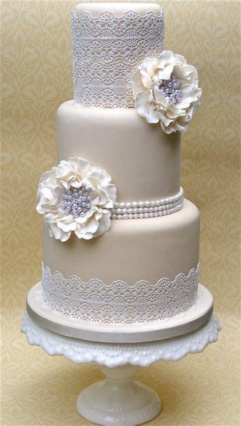 pretty lace wedding cake ideas deer pearl flowers
