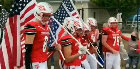 Ohio HS Football Team Walks Out With First Responder Flags ...