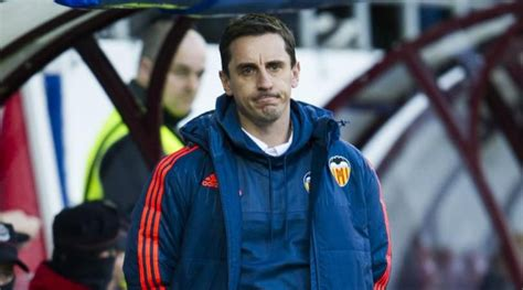 Gary neville (right) has blasted owners including roman abramovich livid pundit neville blasted bosses at top british clubs for being imposters who have nothing to do with football in this country. Gary Neville Tepis Rumor Latih MU atau Timnas Inggris ...