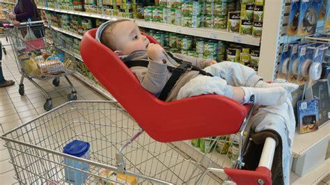 siege pour caddie siège coque et caddie faire les courses avec bébé