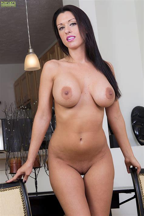 J Love Show Off Her Sexy Milf Body Milf Fox