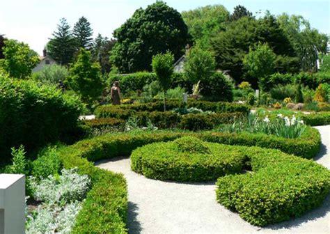 Gardens : Edwards Gardens