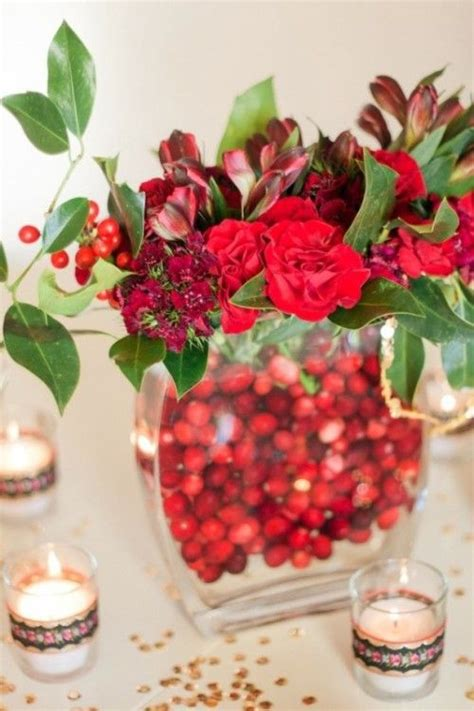 decorating with cranberries for christmas 46 cranberry christmas d 233 cor ideas digsdigs