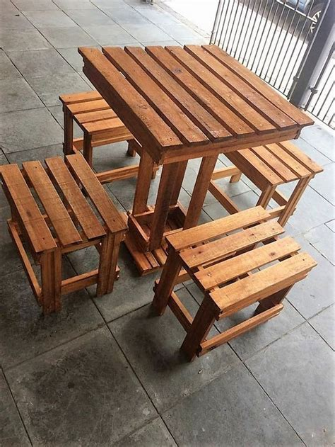 Furniture Made With Pallets by 1000 Ideas About Pallet Furniture On Pallets