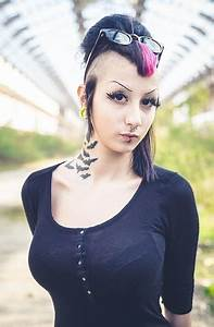 20 Best Emo Hairstyles For Girls With Pictures | Styles At ...