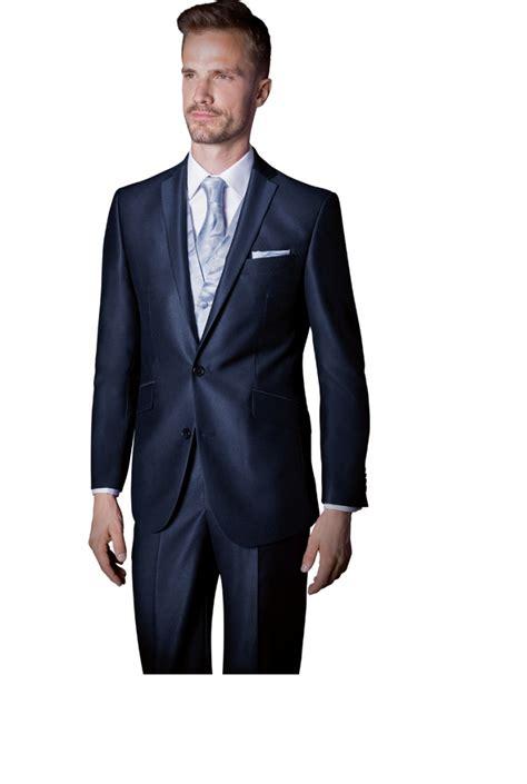 costume bleu marine cest une couleur elegante  porter