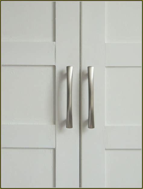Closet Door Knobs : Simple Bedroom with Rustic Sliding