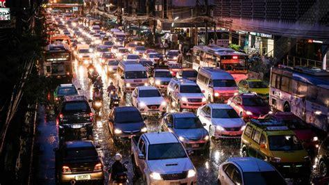 ป่วน! ฝนถล่ม น้ำรอการระบายทั่วกรุง รถหนึบ BTS ขัดข้อง เปิด ...