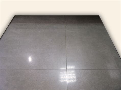 carrelage gris brillant sol